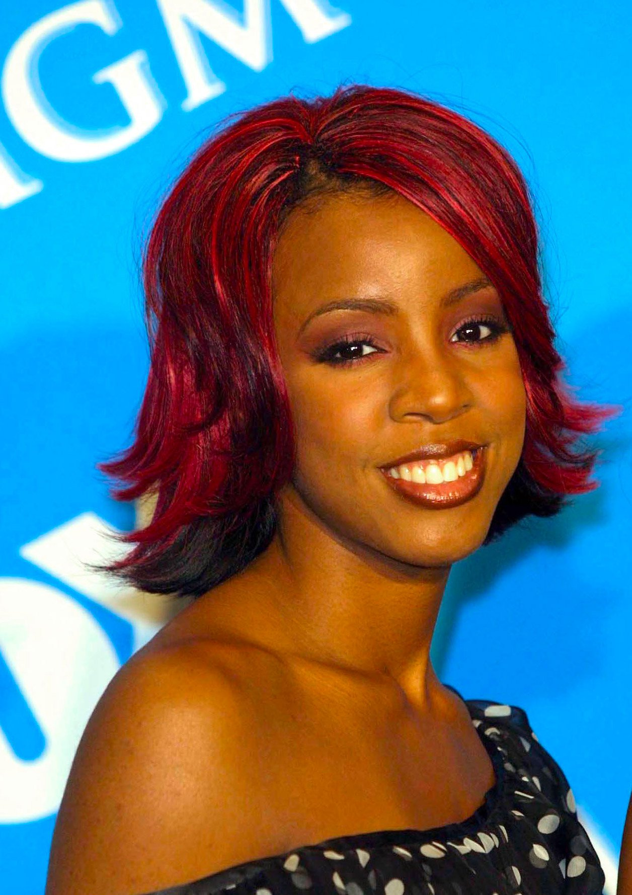 kelly-rowland-brushing-meches-qui-rebiquent1