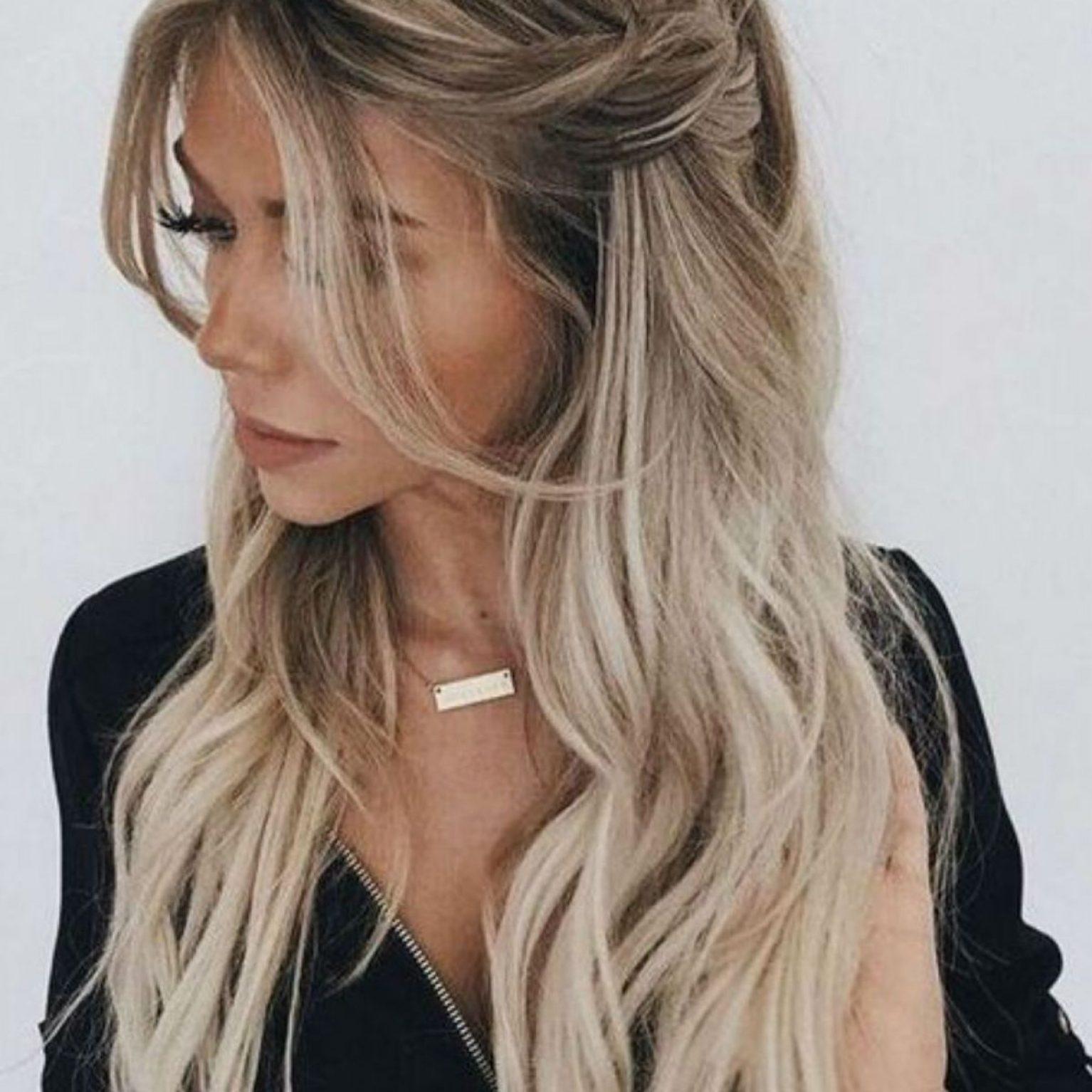 Femme cheveux longs coiffure rapide