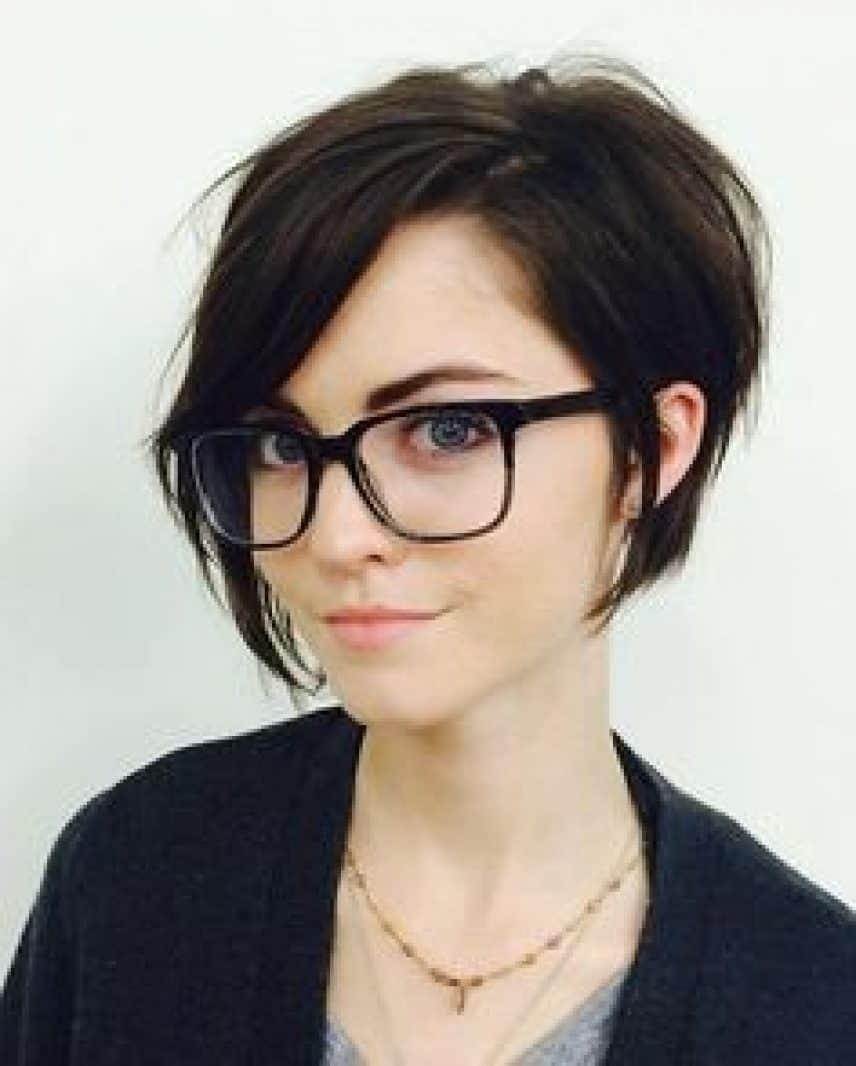 Comment choisir ses lunettes en fonction de sa coupe de cheveux