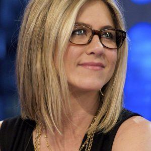 Comment choisir ses lunettes pour une coupe carré ou mi-long