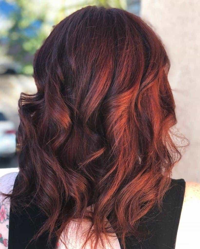 Cheveux couleur auburn
