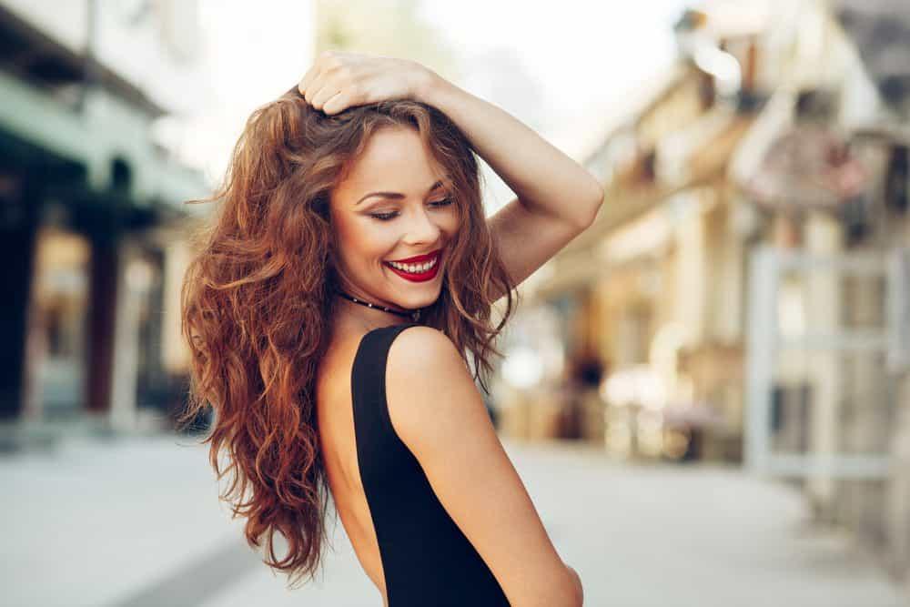 Femme cheveux fins volume