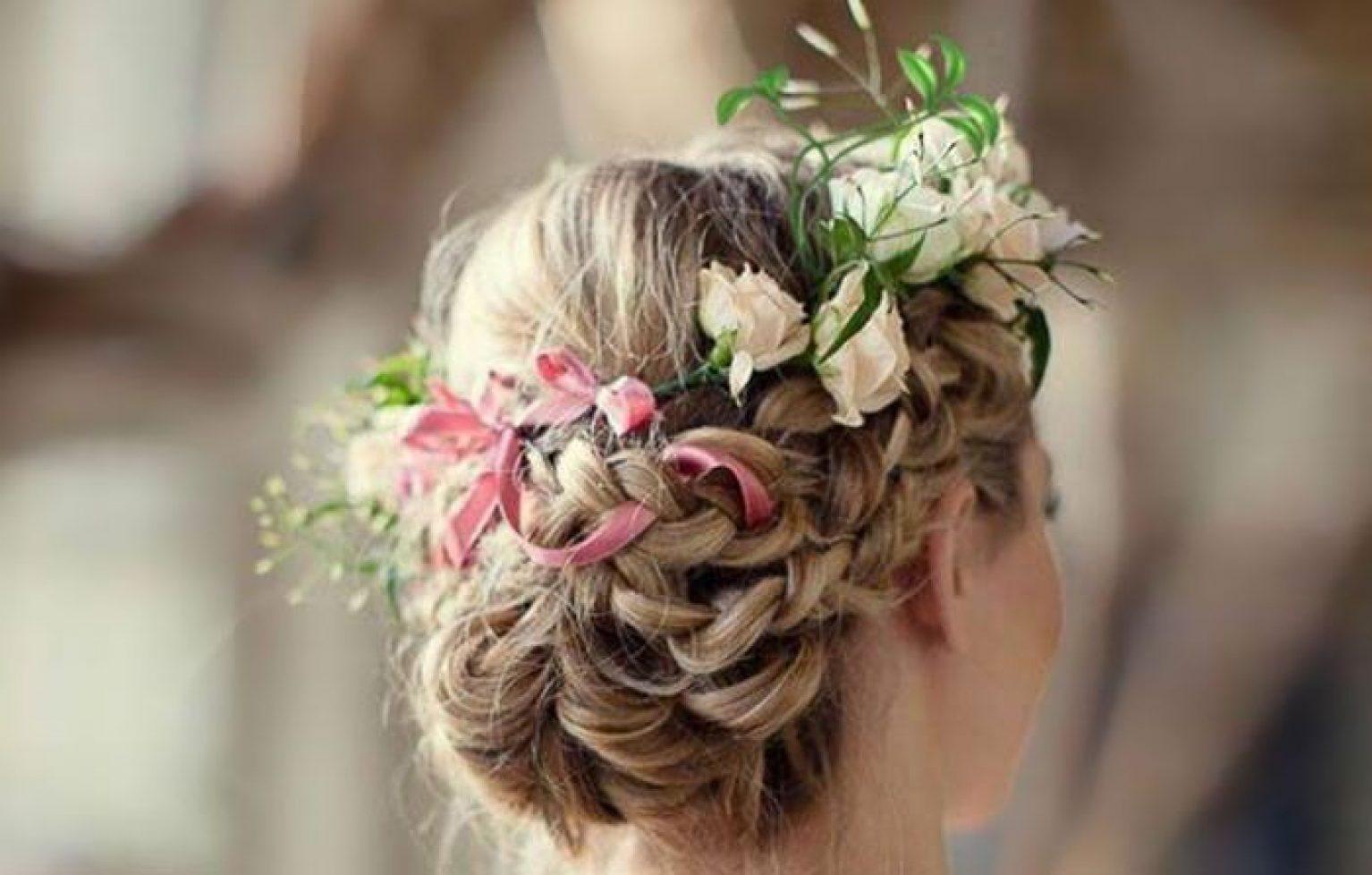 coiffure avec des fleurs