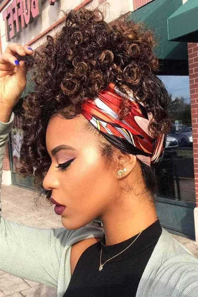coiffure cheveux crépus ruban