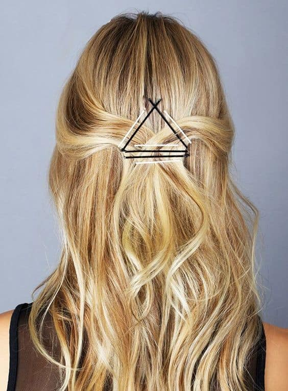 Coiffure triangle épingle