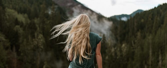 Femme mèches blondes