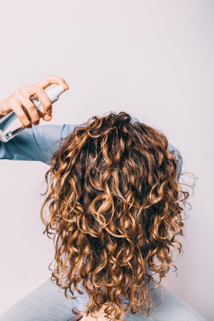 application cheveux huile de coco